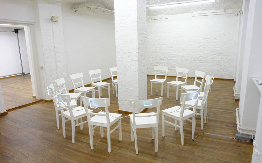 Stuhlkreis / Chair Circle (weiss / white), 2008 installation view SOUTERRAIN Berlin